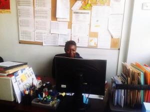 Aurore Ongala Mounguiza Vivaldy assistante administrative de la mission en plein travail.